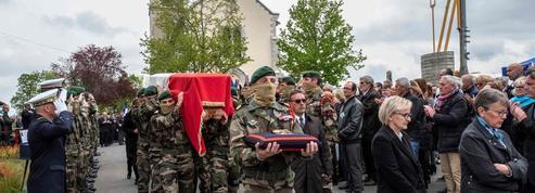 EN IMAGES - Émotion lors des obsèques du soldat Alain Bertoncello
