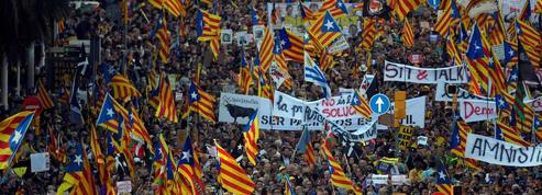 Barcelone: manifestation massive des anti-indépendantistes catalans