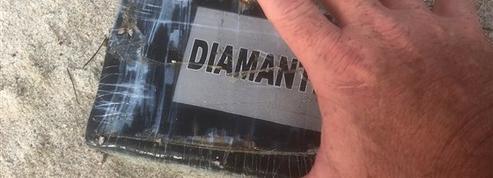 De mystérieuses briques de cocaïne s'échouent sur les plages de la côte Atlantique
