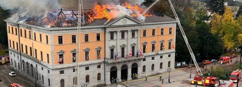 La mairie d'Annecy dévastée par un important incendie
