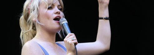 «Il m'a confié qu'il voulait me tuer»: la chanteuse Duffy raconte son calvaire