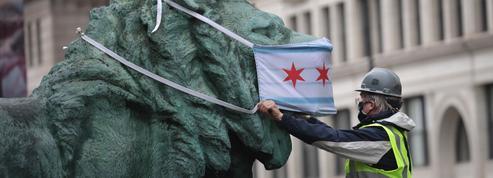 À Chicago, les musées masquent leurs sculptures pour inciter les Illinoisais à faire de même