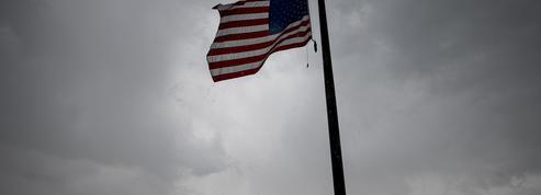 EN DIRECT - Les drapeaux seront mis en berne aux Etats-Unis, en hommage aux morts du coronavirus