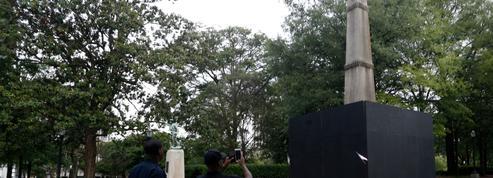 Aux États-Unis, des manifestants tentent d'abattre un obélisque grâce aux conseils d'un égyptologue