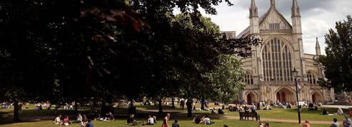 Royaume-Uni : les voyageurs de l'étranger désormais soumis à une quarantaine contestée