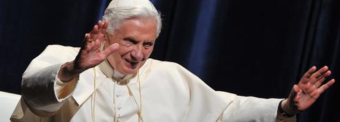 L'ancien pape Benoît XVI en visite en Allemagne au chevet de son frère