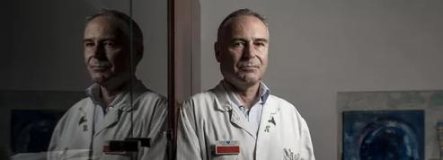 Le conseil national de l'Ordre des médecins ouvre une procédure contre le professeur Perronne