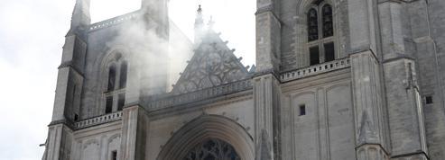 EN DIRECT - Incendie de la cathédrale de Nantes : Castex, Darmanin et Bachelot sur place