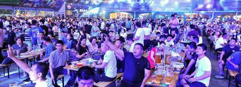 Chine: une fête de la bière presque normale malgré le coronavirus