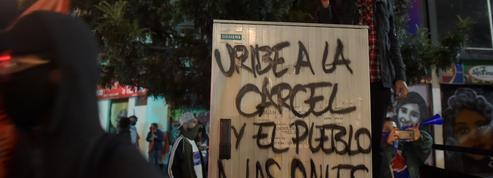 Colombie: l'ex-président Álvaro Uribe assigné à résidence