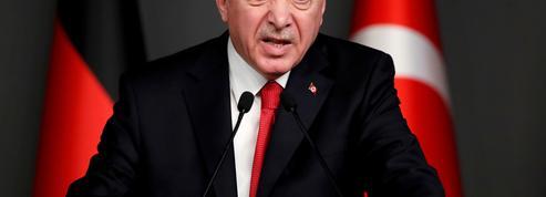 Turquie: Erdogan cherche à rassurer alors que la livre turque dégringole