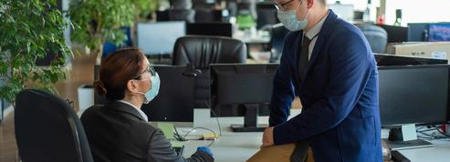 Masque obligatoire en entreprise : faudra-t-il le porter même devant son ordinateur ?