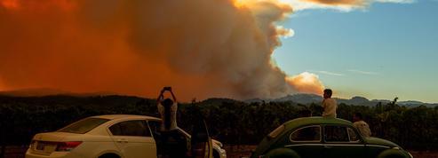 La Californie ravagée par les flammes, au moins 6 morts et 400.000 hectares dévastés