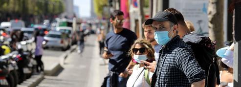 Sandwich, cigarette, vélo : le port du masque dans la rue, mode d'emploi