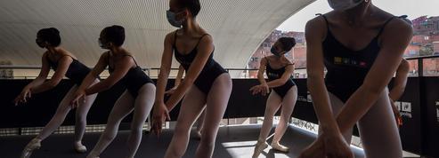 Brésil: un ballet militant dans une favela en pleine pandémie