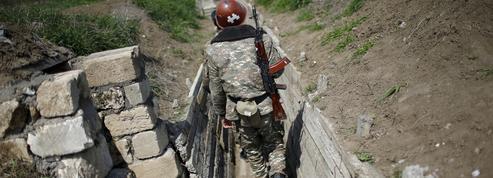 Des combattants de Syrie et de Libye déployés dans le conflit du Karabakh, selon Moscou