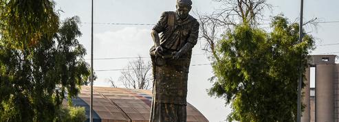 À Mossoul, les statues sont remises sur pied pour effacer le souvenir des djihadistes
