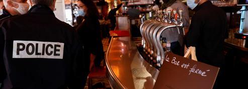 Dans les restaurants parisiens, le nouveau protocole sanitaire se met en place doucement