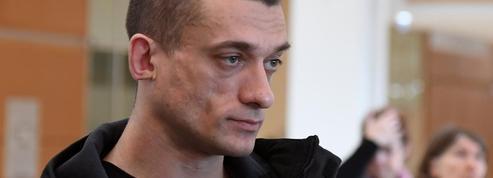 Interpellation de Pavlenski photographiée : deux policiers mis en examen