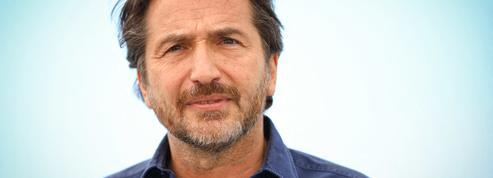 Avec Benoît Poelvoorde déchaîné, Édouard Baer présente le casting d'Adieu Paris ,son prochain film