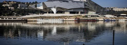 Covid-19 : Lyon rentre dans le rang et renonce à ouvrir le musée des Confluences