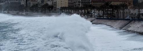 Tempête Bella et chutes de neige : encore près de 10.000 foyers privés d'électricité, 8 départements toujours placés en vigilance orange