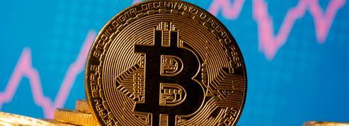 Bitcoin : à plus de 28.500 dollars, la cryptomonnaie atteint un nouveau sommet