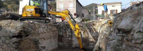 Enfouis dans les limons de la vallée du Rhône, les vestiges d'une abbaye refont surface
