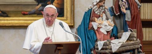 Le pape François intègre les femmes pour les lectures et le service de la messe