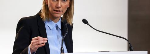 Les 50.000 premières doses du vaccin Moderna sont arrivées cette semaine, indique Agnès Pannier-Runacher