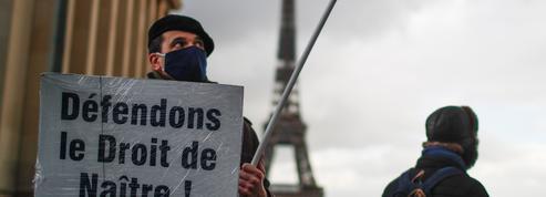 Plusieurs milliers de personnes rassemblées à Paris contre l'avortement