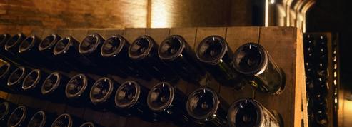 La présidente de Bourgogne-Franche-Comté offre du vin à Joe Biden