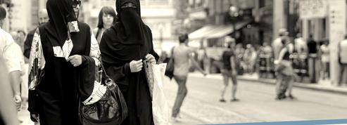 Suisse : l'initiative «antiburqa» part avec 63% d'avis favorables