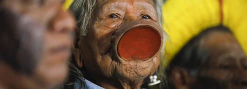 Amazonie: le chef Raoni dénonce Bolsonaro devant la CPI pour «crimes contre l'humanité»
