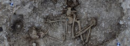 Des tombes de l'âge du bronze découvertes près des mégalithes de Stonehenge