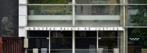 Lyon : renvoi du procès des deux policiers au tribunal pour neuf dents cassées lors d'une manifestation