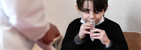 Les professeurs devront-ils effectuer des tests salivaires sur leurs élèves ?