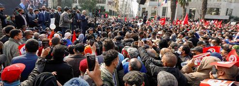 Crise politique en Tunisie : des milliers de partisans du principal parti dans la rue