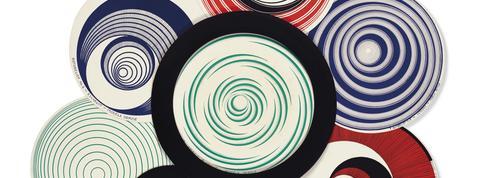 Vente en gants blancs pour la collection Treillard, le dernier assistant de Man Ray