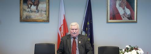Pologne : message peu rassurant de Lech Walesa sur sa santé avant une hospitalisation