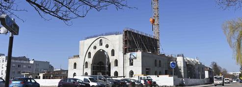 Mosquée de Strasbourg: Macron tacle des collectivités «un peu trop complaisantes»