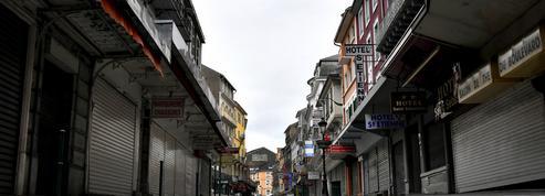 Covid-19 : des maires de villes confinées autorisent des commerces «non essentiels» à ouvrir en extérieur