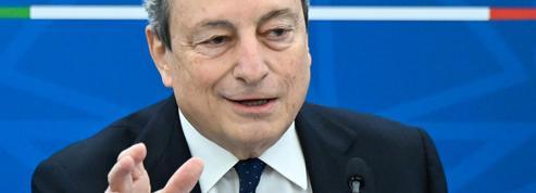 Covid-19: Draghi se fait vacciner, les écoles rouvrent à Rome