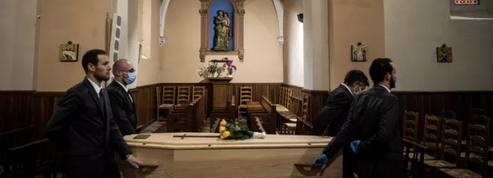 Covid-19 : les morts toujours «bâclées» de l'épidémie