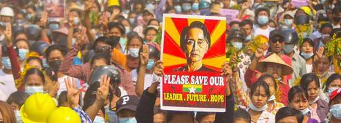 Birmanie : Aung San Suu Kyi comparaît devant la justice, l'ONU redoute «une guerre civile»