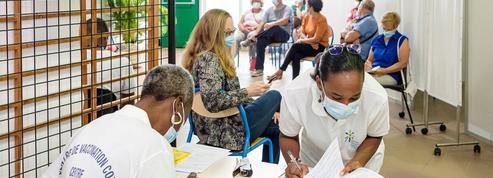 Covid-19 : pourquoi la campagne de vaccination ne décolle pas Outre-mer