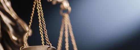 Le frère d'une victime de meurtre conjugal porte plainte contre la police