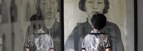 L'artiste Matt Loughrey accusé d'avoir trafiqué des photos de victimes des Khmers rouges