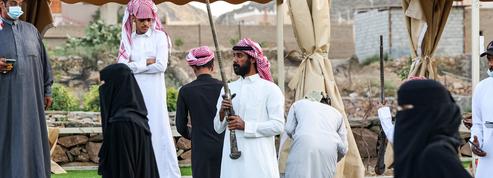 Pour le taachir, les Saoudiens dansent avec la poudre, le feu et les souvenirs des guerres tribales