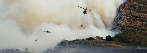 Afrique du Sud : incendie sur Table Mountain, la montagne emblématique qui surplombe le Cap